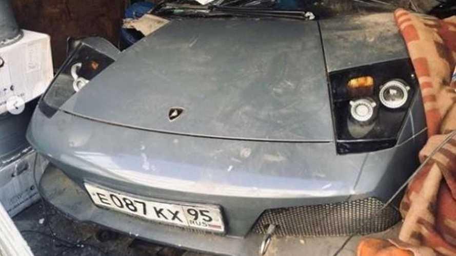 Оцените крутой Lamborghini, забытый в обычном московском гараже