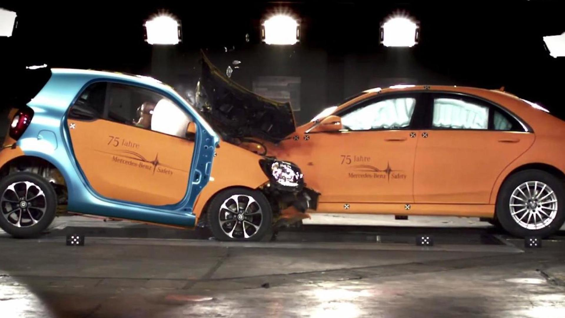Smart Car Safety >> Smart Fortwo Safety Showcased In Crash Test Video With