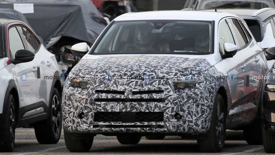 Vauxhall Grandland X facelift spied next to Mokka crossover