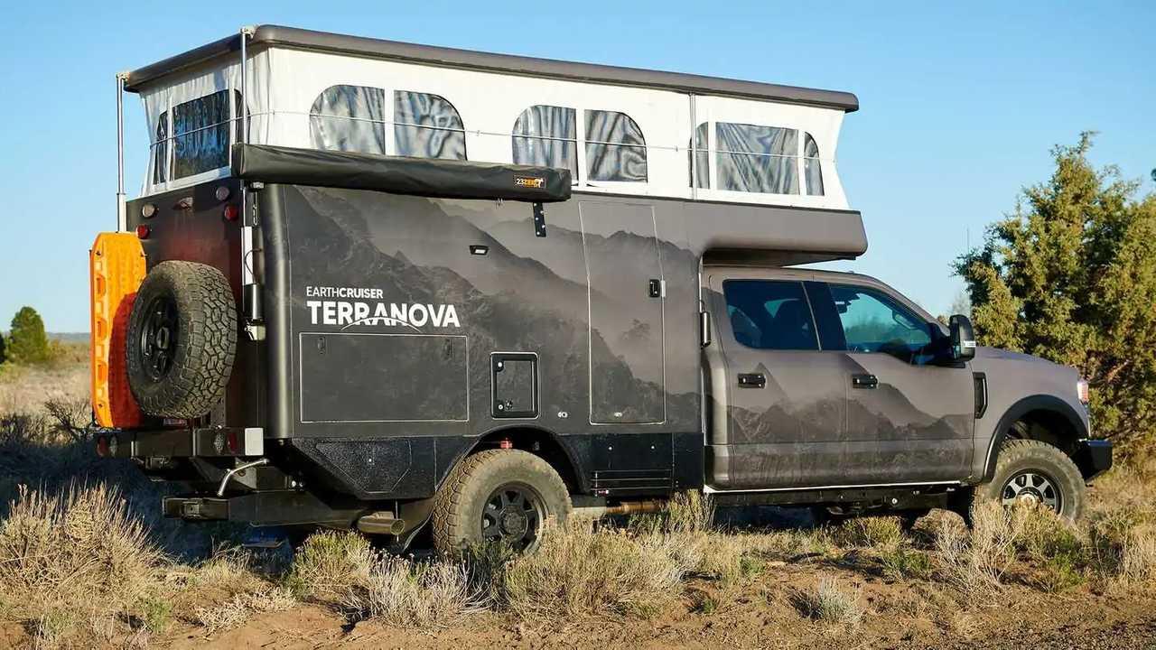 EarthCruiser Terranova, autocaravana camper con techo desplegable