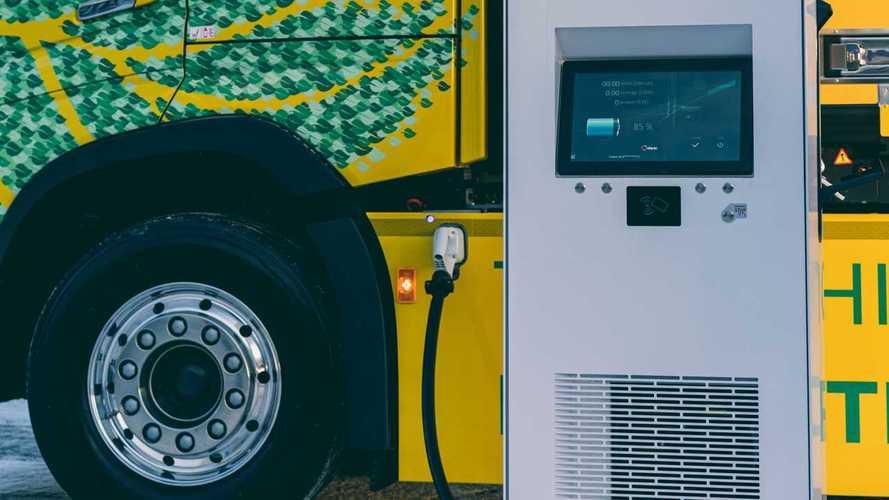 Volvo Trucks e DHL, trasporto elettrico a lungo raggio