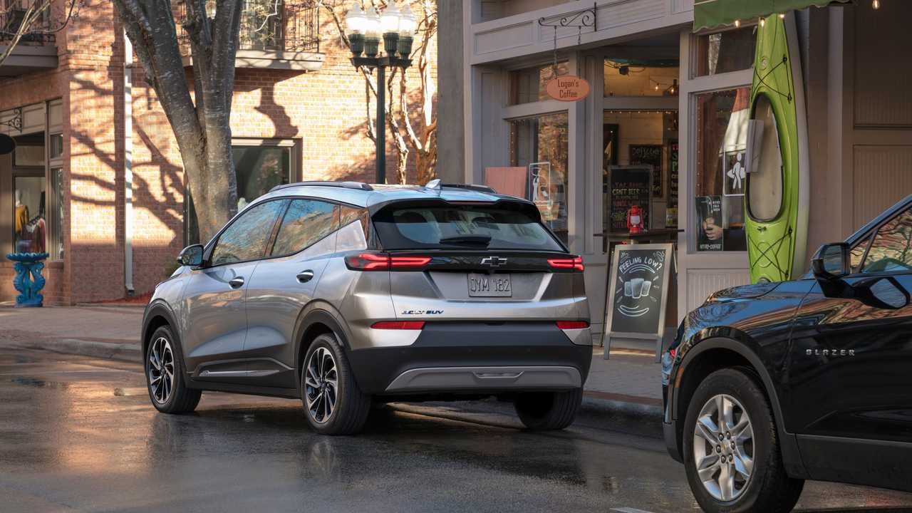 2022 Chevrolet Bolt EUV rear quarter