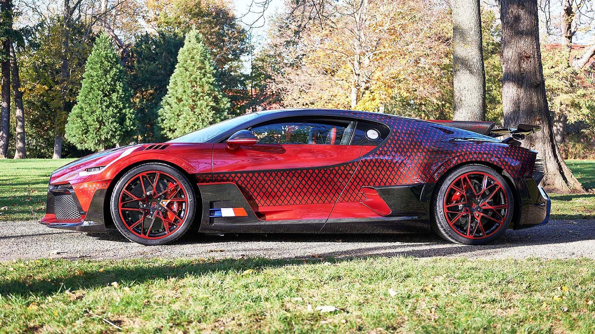Уникальный Bugatti Divo 'Lady Bug' использует нестандартную схему окраски