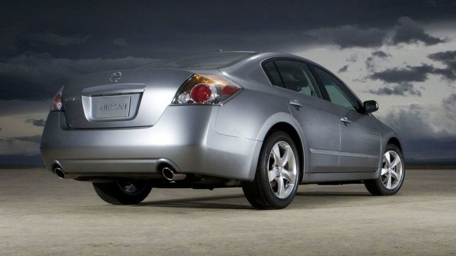 First 2007 Nissan Altima Rolls Off Production Line