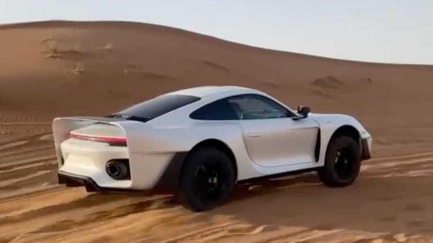 La Porsche 911 da offroad affronta le dune del deserto