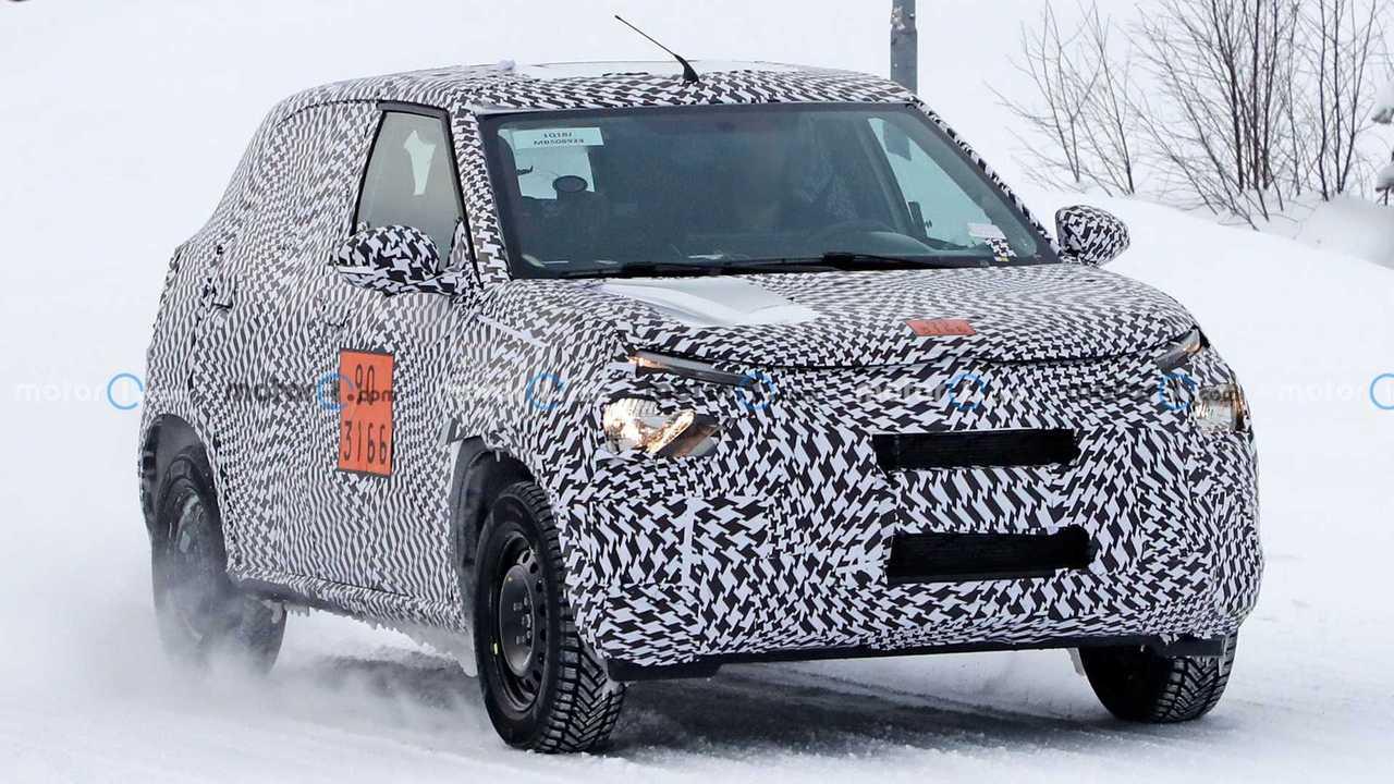 Citroën'in yeni giriş seviyesi kompakt crossover modeline ait kamuflajlı bir prototip.