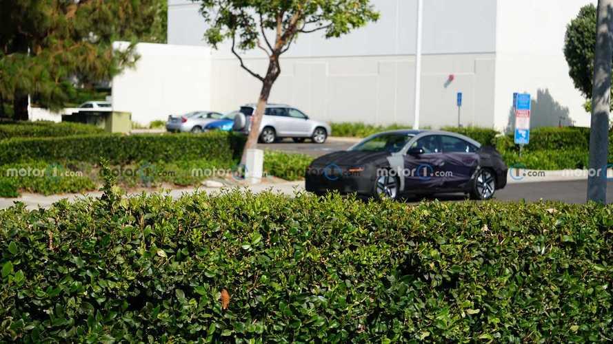 Hyundai Ioniq 6, le foto spia della berlina elettrica