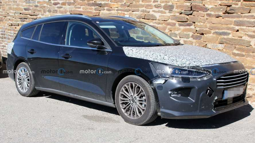 Ford Focus station wagon, le foto spia del facelift