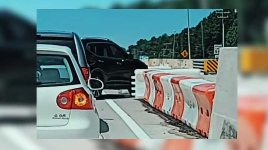 Dubious SUV Driver Disassembles Safety Barrier To Dodge Traffic Jam