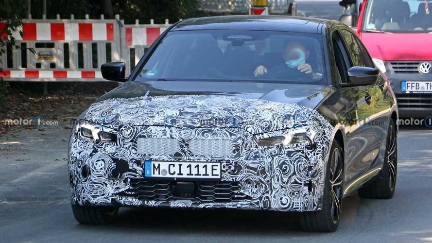 BMW Serie 3 ibrida plug-in, le foto spia del restyling