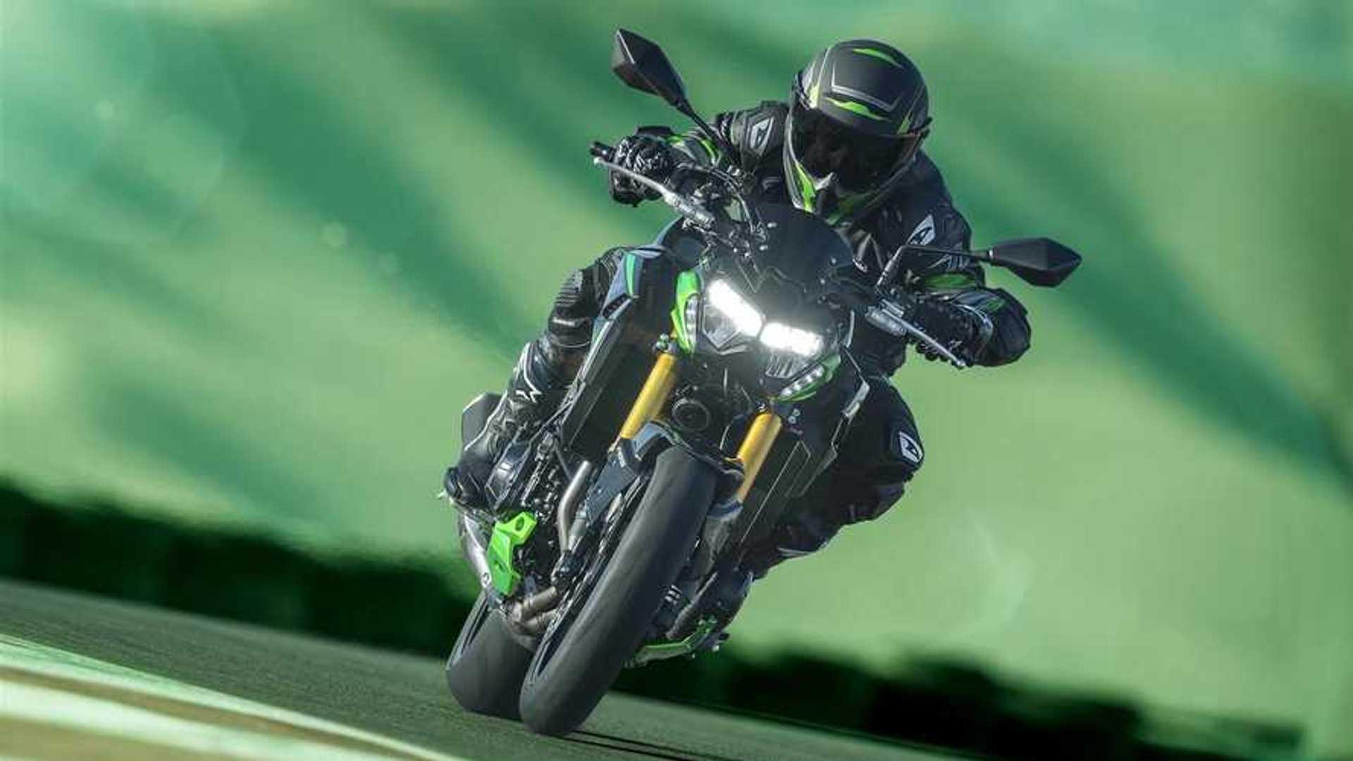 2022 Kawasaki Z900 SE - Front, Track