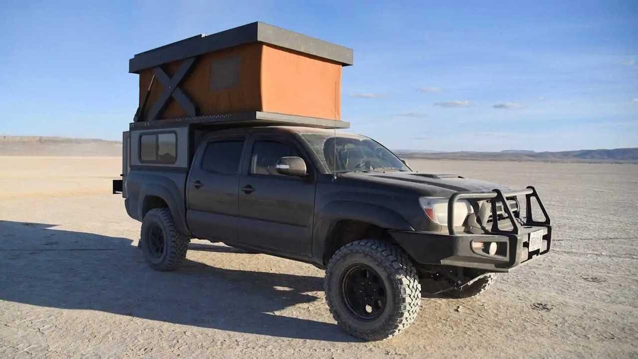 Camper van Pop-Top Base Camp yang Dibangun oleh Hower