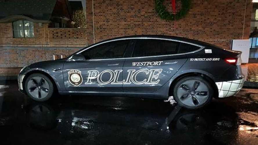 Tesla Model 3 conviene come auto della Polizia? L'esperimento