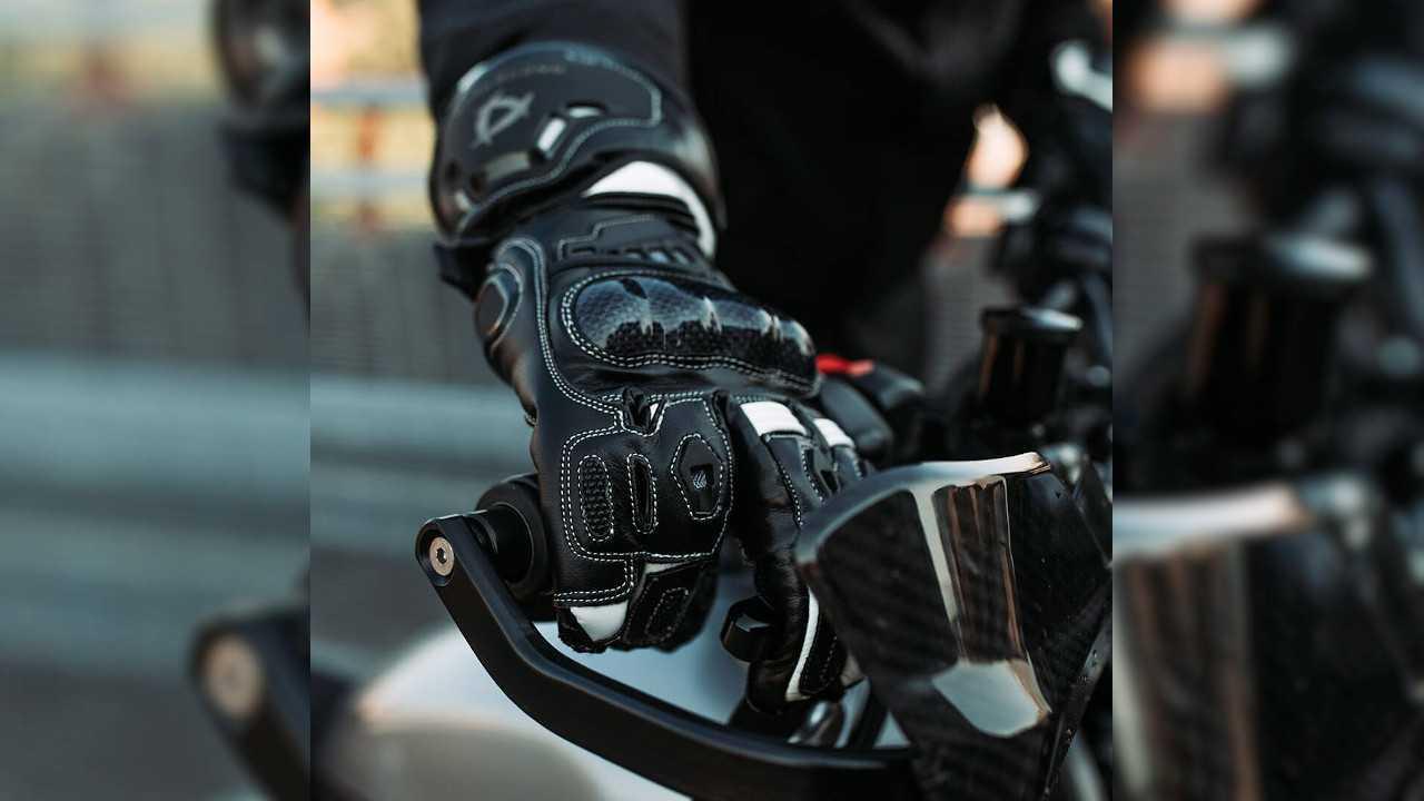 Andromeda Moto Launches Meteor Full-Gauntlet Racing Gloves