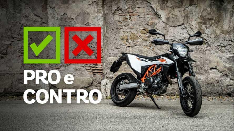 KTM 690 SMC R 2019, pro e contro
