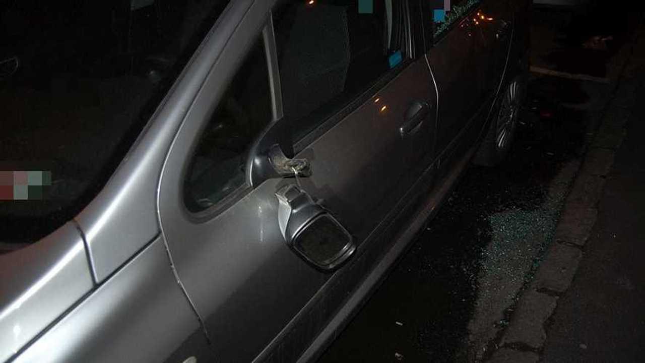 Autókat rongáltak Győr belvárosában