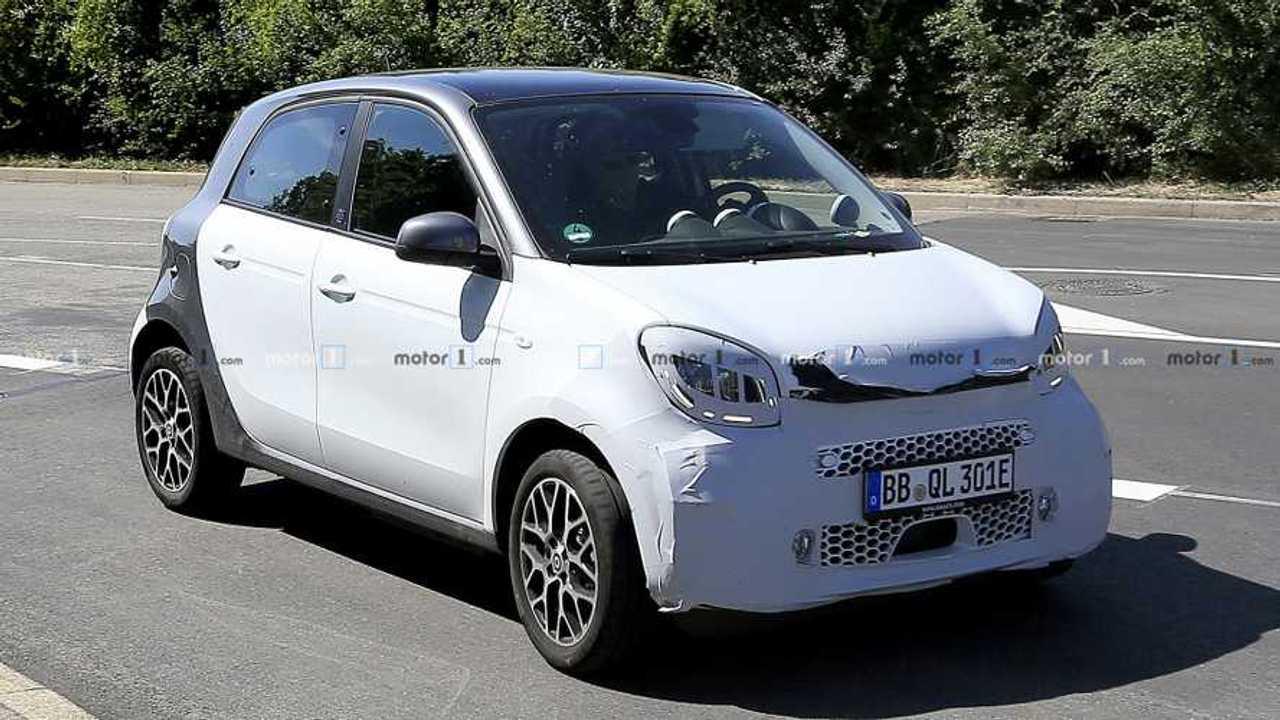 Smart ForFour Electric Driver facelift spy photo