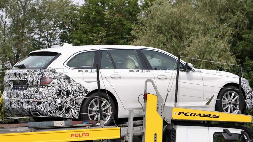 Makyajlı BMW 5 Serisi Touring treyler üzerinde görüldü