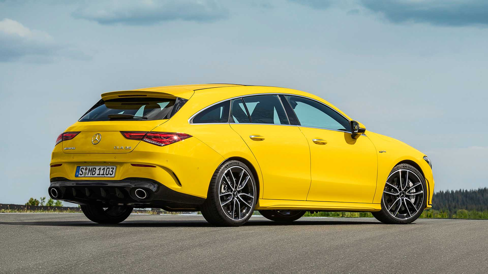 Mercedes Amg Cla 35 Shooting Brake Debuts With Svelte Styling