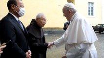 Papst Franziskus erhält Toyota Mirai
