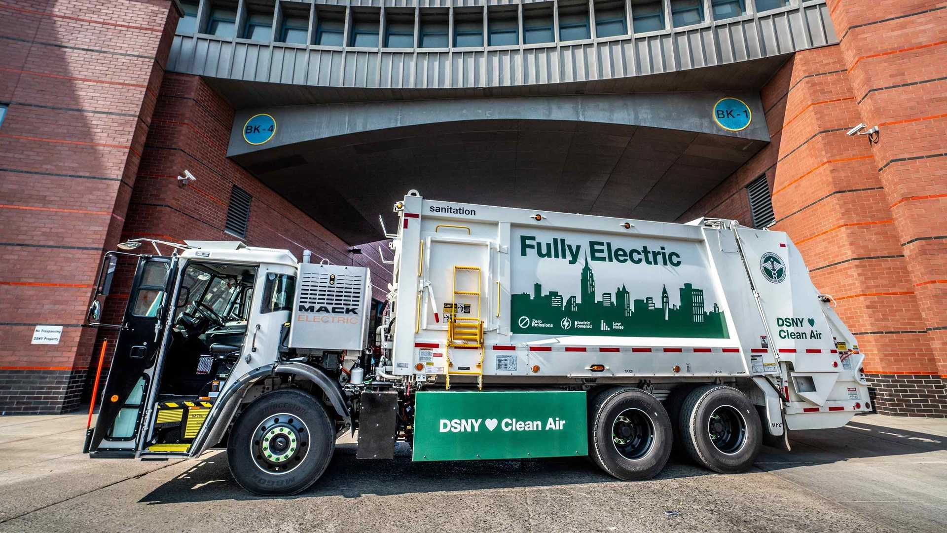 First Mack LR Electric Enters Service In New York City