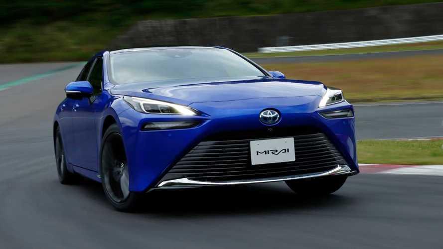 CEO da Toyota critica euforia com a rápida mudança para carros elétricos