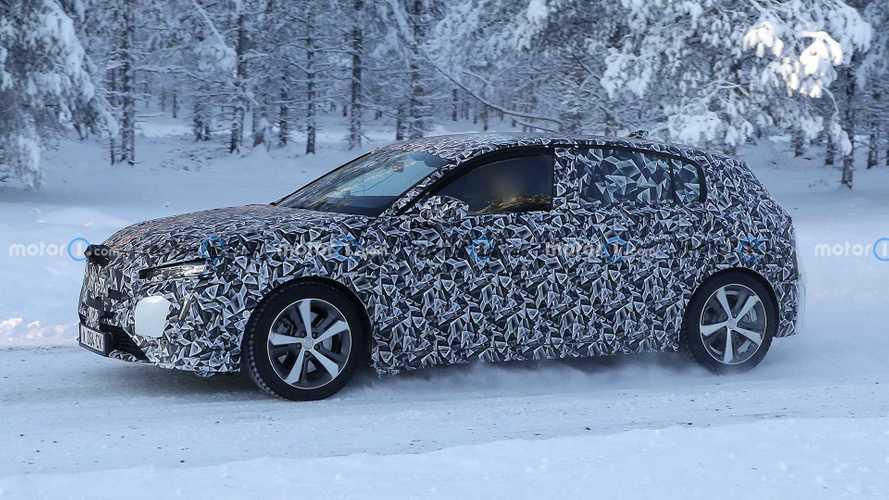 Nuova Peugeot 308, la compatta francese fa i test sulla neve