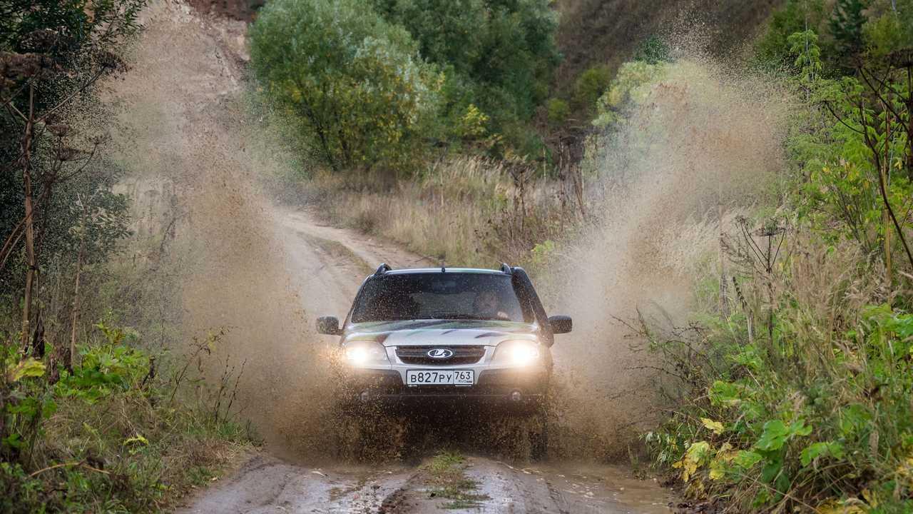 Lada Niva Off-road (2020) в заброшенном карьере