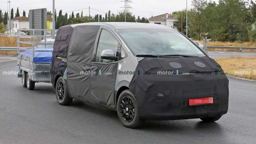 Hyundai Starex People Hauler Spied Testing, Revealing Slight Details