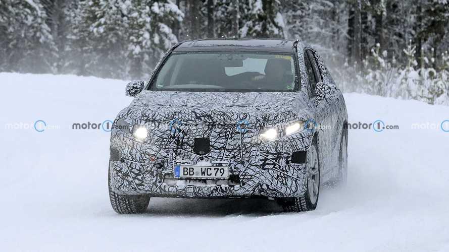Mercedes-Benz EQS Snow Spy Shots