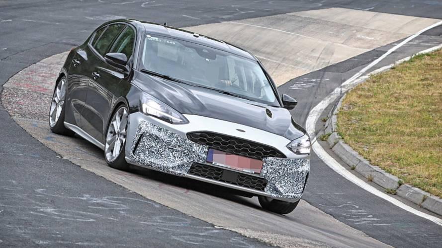 Neuer Ford Focus ST leicht bekleidet am Nürburgring erwischt