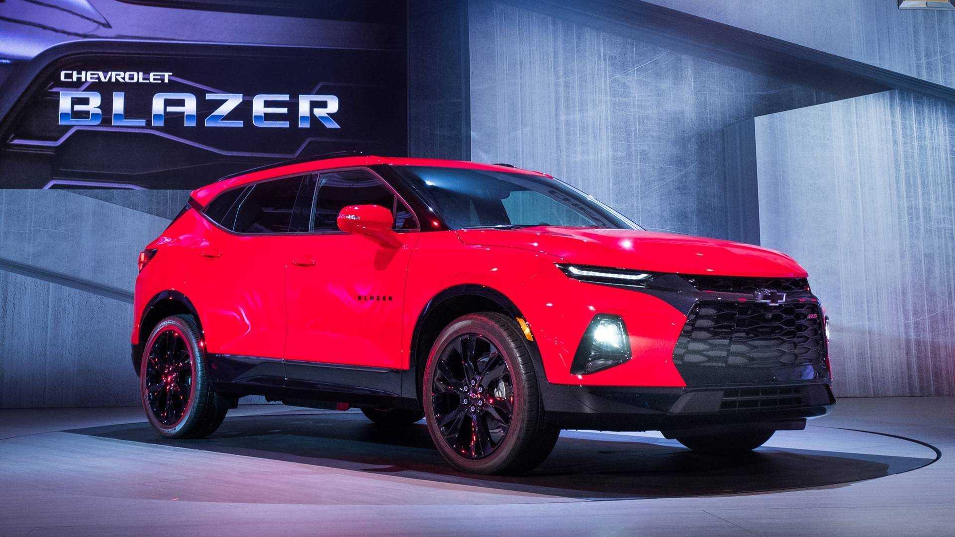 Chevy Blazer 2015 >> 2019 Chevy Blazer Revealed As A Sporty Crossover