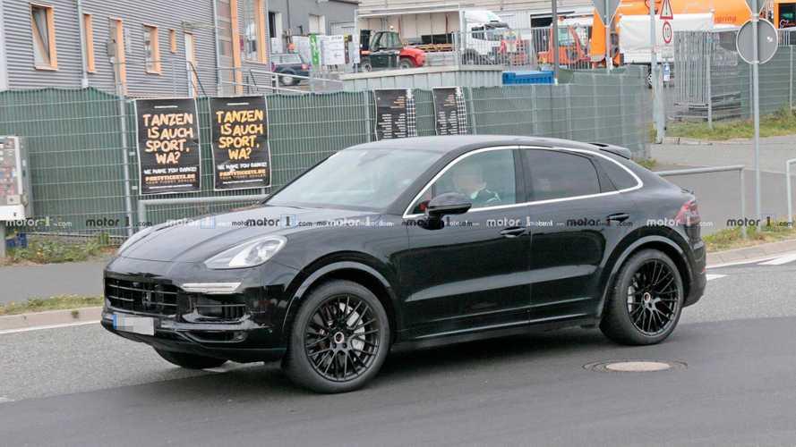 Flagra: Porsche Cayenne Coupé roda quase pronto para estreia