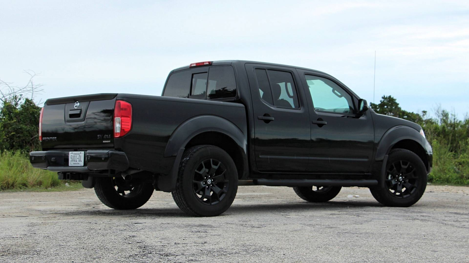 2018 nissan frontier midnight edition review lipstick on a pickup 2018 nissan frontier midnight edition