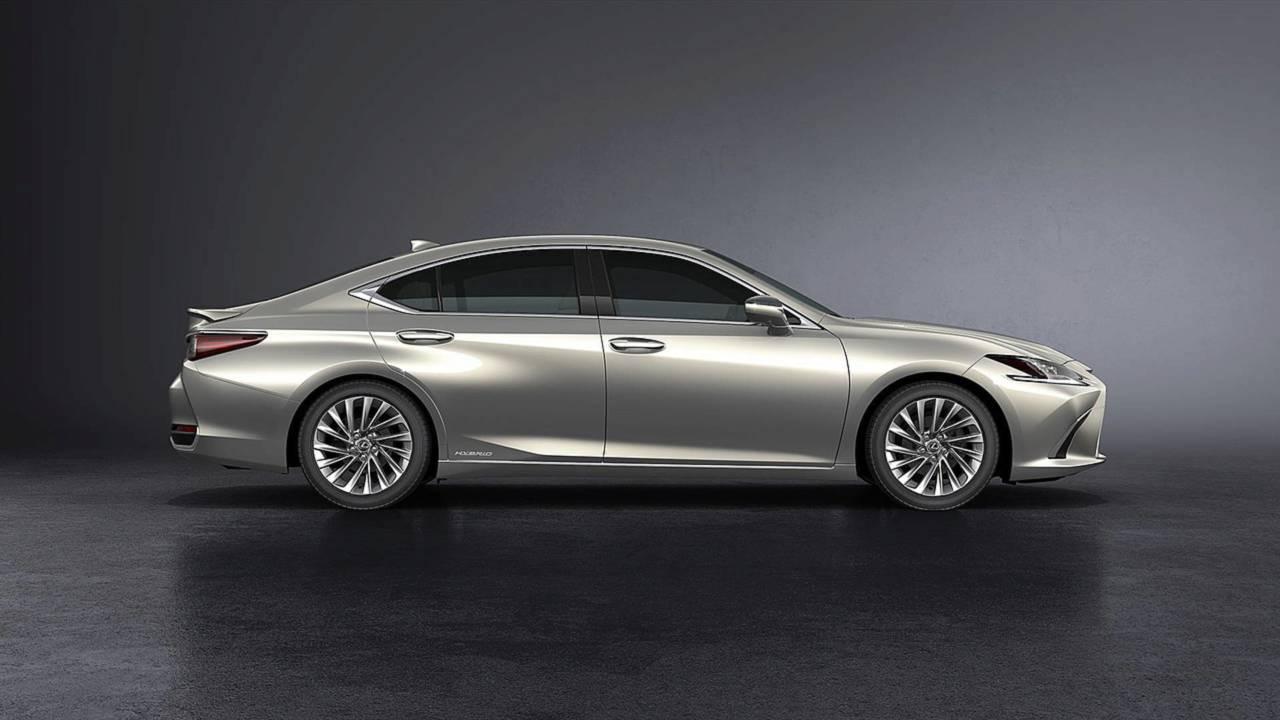 Lexus ES – ottobre