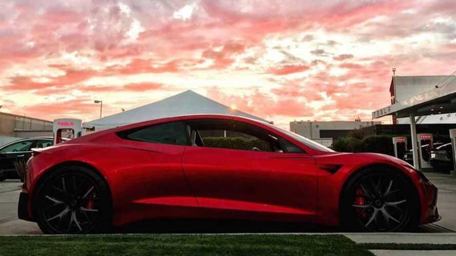 Nouvelle apparition du Tesla Roadster et c'est absolument magnifique