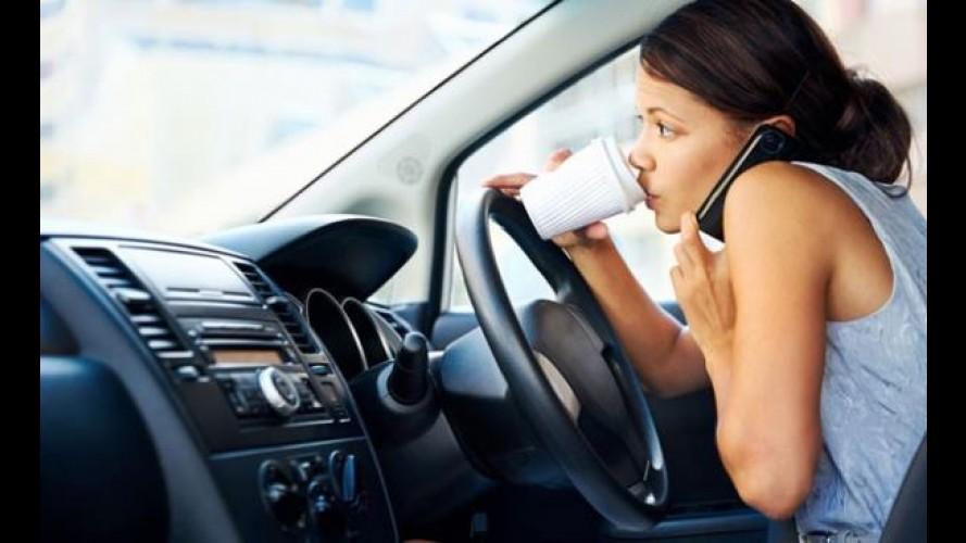 Araba Kullanırken Cep Telefonu Kullanmak Kaza Riskini Artırıyor