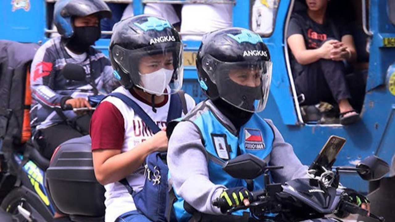 Philippine Presidential Legal Counsel Proposes Ban On Pillion Riding