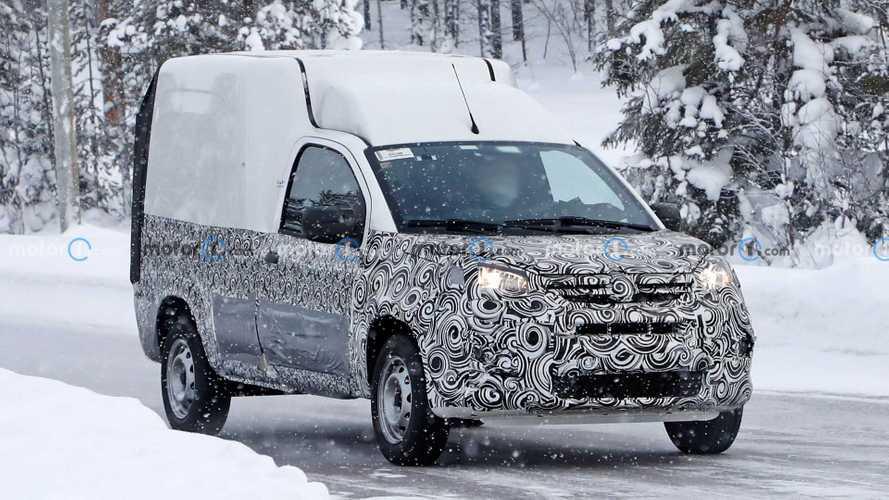 Flagra: Fiat Fiorino 2022 roda na neve com dianteira do Uno reestilizado