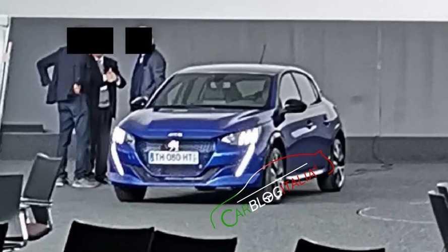 La future Peugeot 208 de sortie sans camouflage !