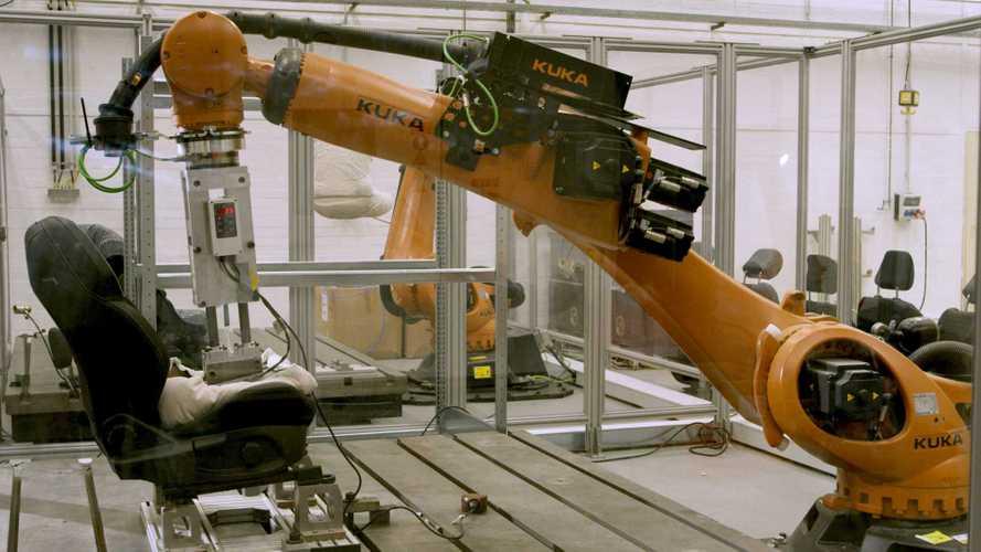 Robutt: Ford-Roboter simuliert Gesäß von verschwitzten Autofahrern