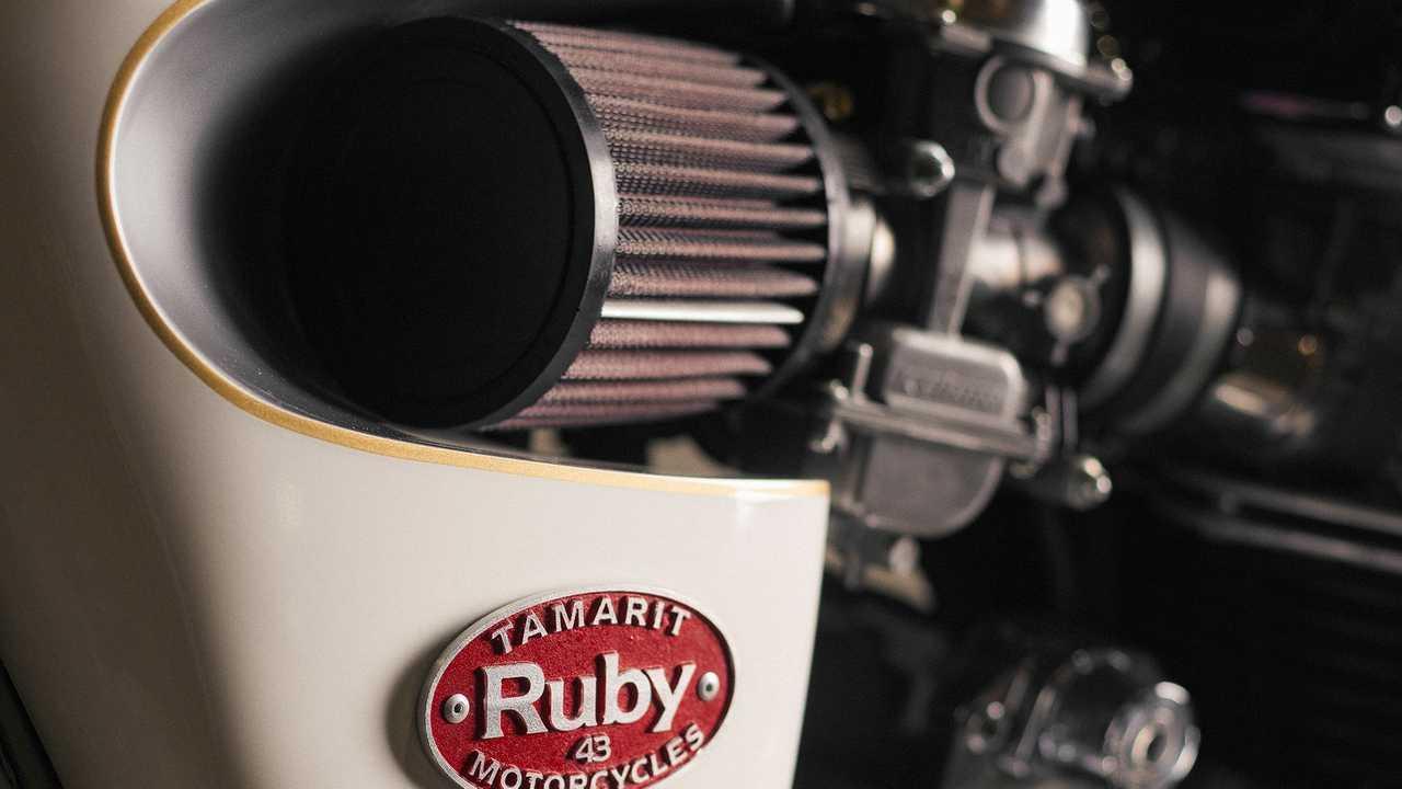 Custom-Triumph-Bonneville.-Air-Filter