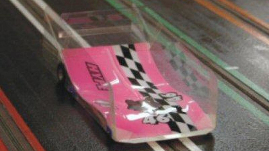 Competition slot cars go 0-62 mph in less than 0.3 seconds [video]