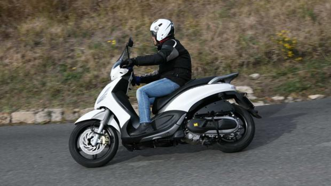 Piaggio Beverly Sport Touring 350 - TEST