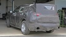 Alfa Romeo Stelvio'nun kamuflajlı hali, yükseltilmiş bir Giulia'ya benziyor