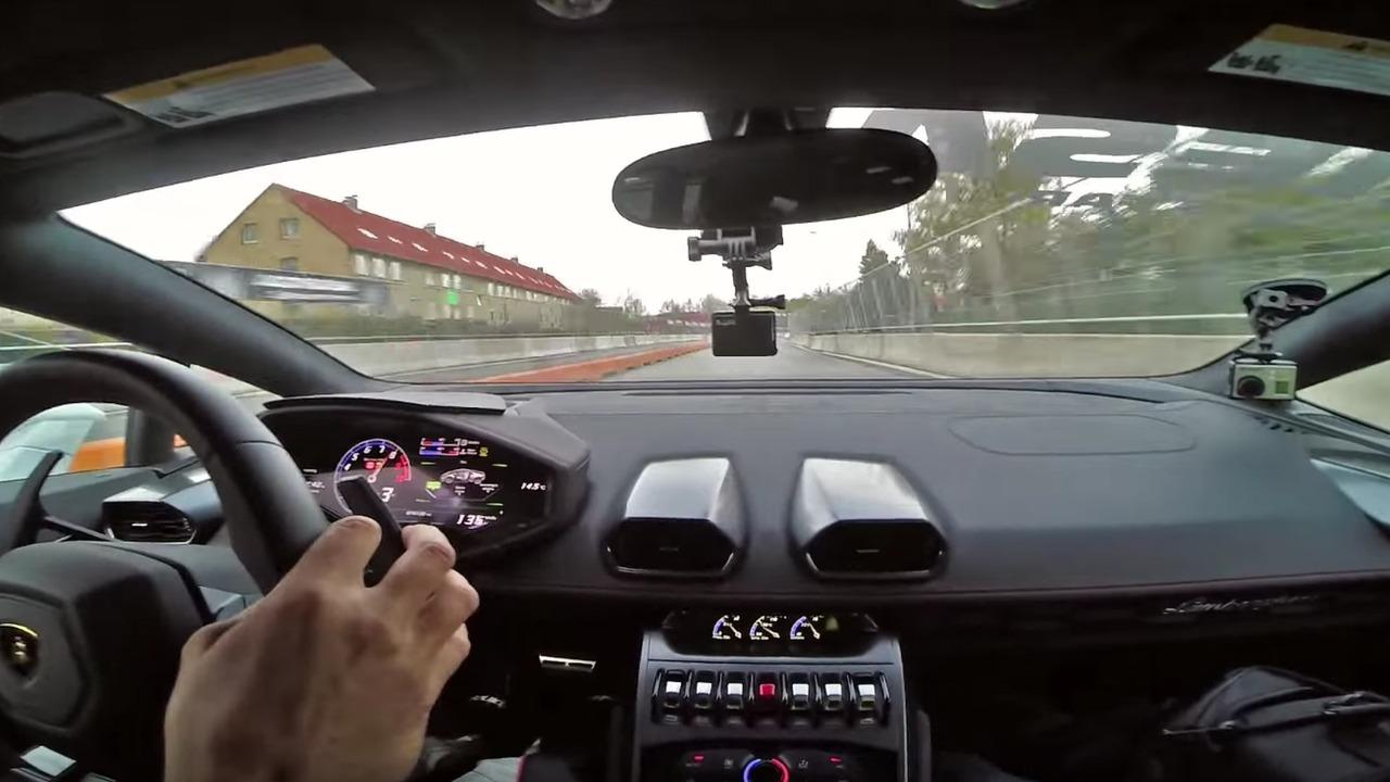 Lamborghini Huracan neredeyse ışık hızına ulaşıyor