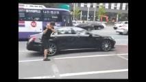 Kızgın Adam S63 AMG Mercedes 'ini Golf Sopasıyla Parçaladı