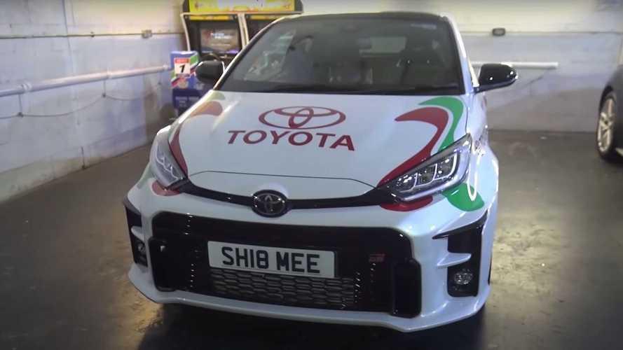 Shmee personaliza su Toyota GR Yaris con la decoración de Castrol