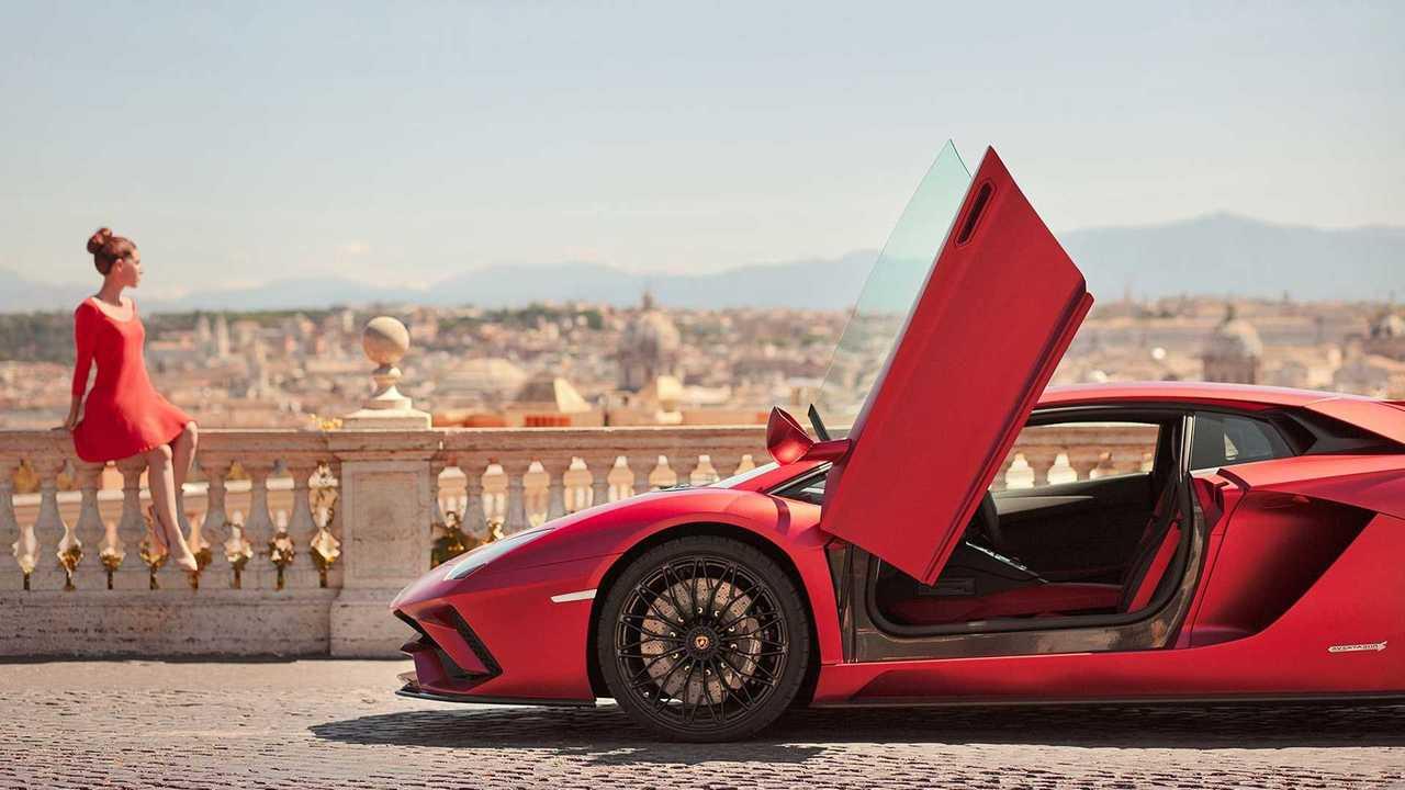 """Lamborghini """"With Italy, for Italy"""", il libro fotografico"""