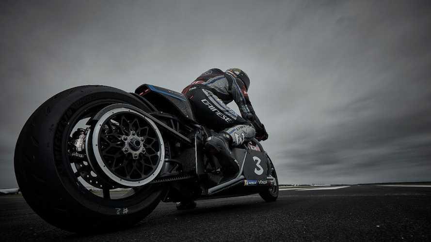 Max Biaggi bate 11 récord con la moto eléctrica Voxan Wattman